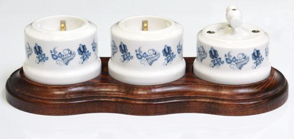 34019 и 35019 ретро выключатель и розетки с орнаментом гжель в тройной рамке, Линдас