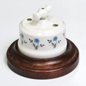 34118 Ретро выключатель с орнаментом васильки в рамке Lindas